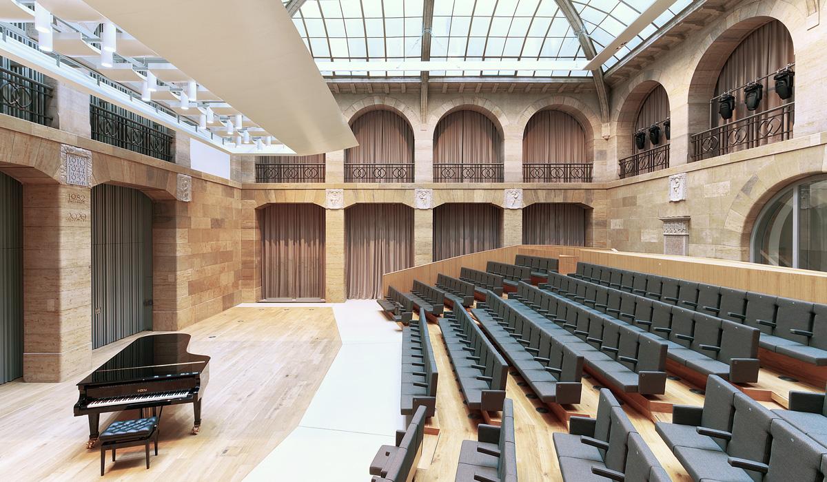 Sanierte Hauptpost Grottenau Kammermusiksaal - TEAM FÜR TECHNIK GmbH